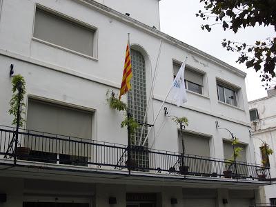 La senyera oneja al balcó de l'Ajuntament gràcies a una moció de Crida Premianenca