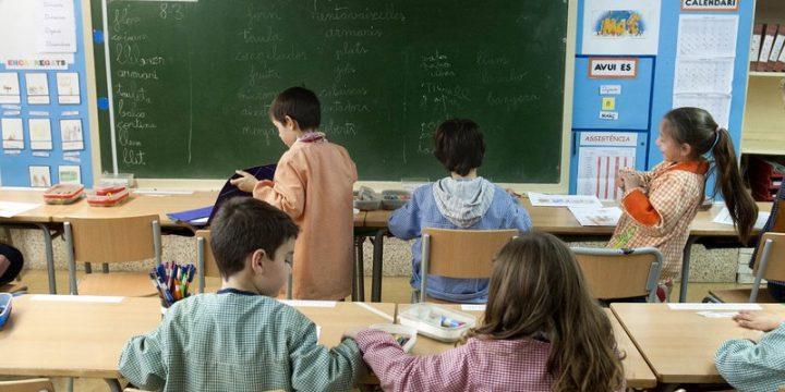 Què està passant amb l'Ajut per llibres, material, sortides i colònies escolars? Quina és la intenció de Crida Premianenca?