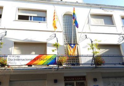 Crida demana que es pengi la bandera de l'arc de Sant Martí al balcó de l'Ajuntament pel 28J, malgrat la prohibició del TS